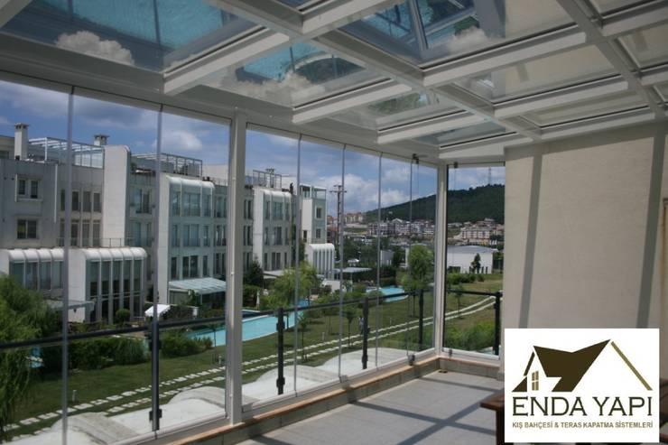Enda Yapı – teras kış bahçesi uygulaması:  tarz Balkon, Veranda & Teras