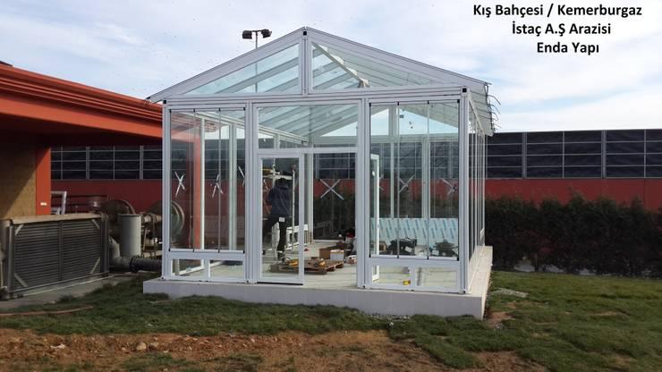 Enda Yapı – kış bahçesi:  tarz Balkon, Veranda & Teras