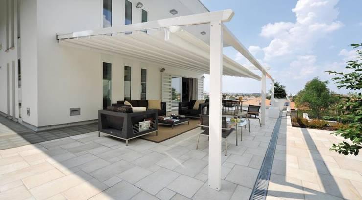 Balcones y terrazas de estilo  por Enda Yapı