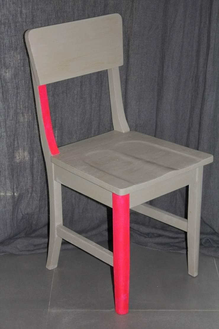 """<q class=""""-first"""">Emma</q> : Chaise en bois touche de fluo: Maison de style  par Sérénisse"""