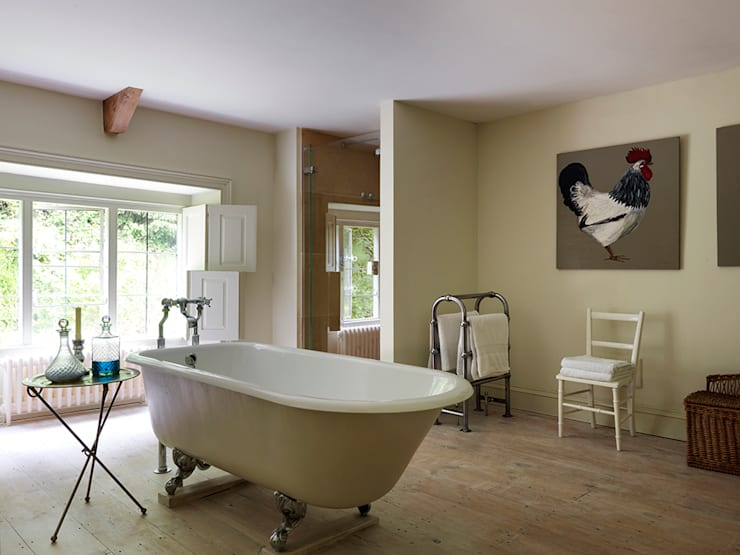 Country House, Gloucestershire: country Bathroom by Justin Van Breda