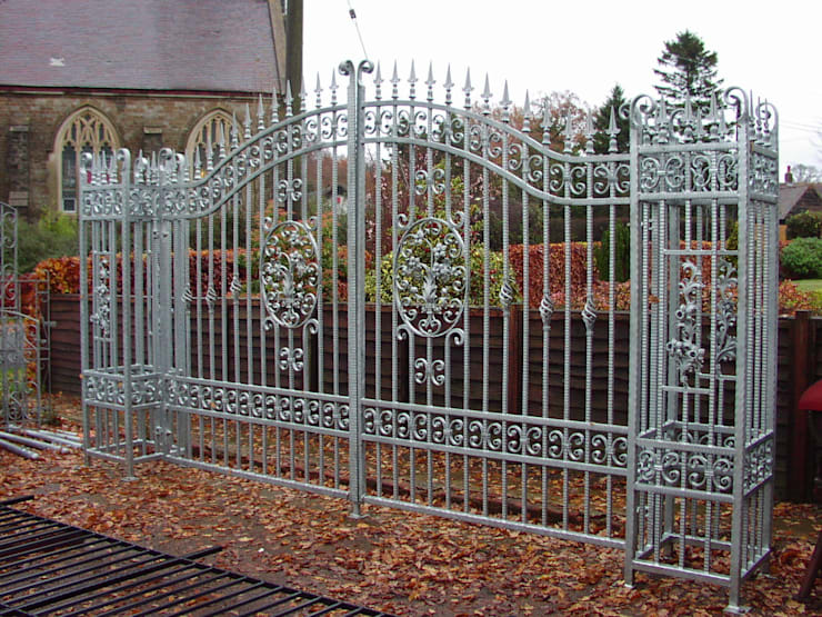 Galvanised gates with pillars:  Garden  by F E PHILCOX LTD