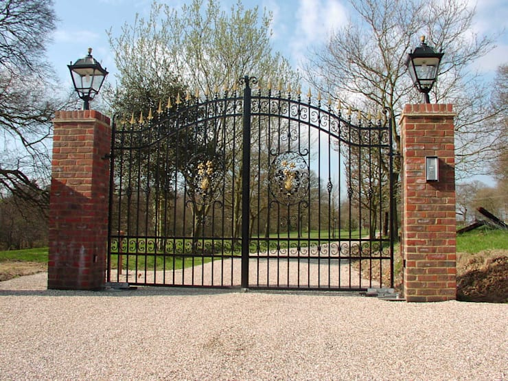Estate Entrance gates:  Garden  by F E PHILCOX LTD