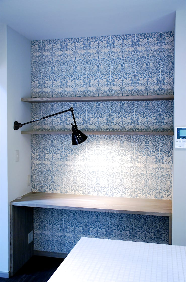 築30年のコテージをリノベーションした家: HAPTIC HOUSEが手掛けた書斎です。