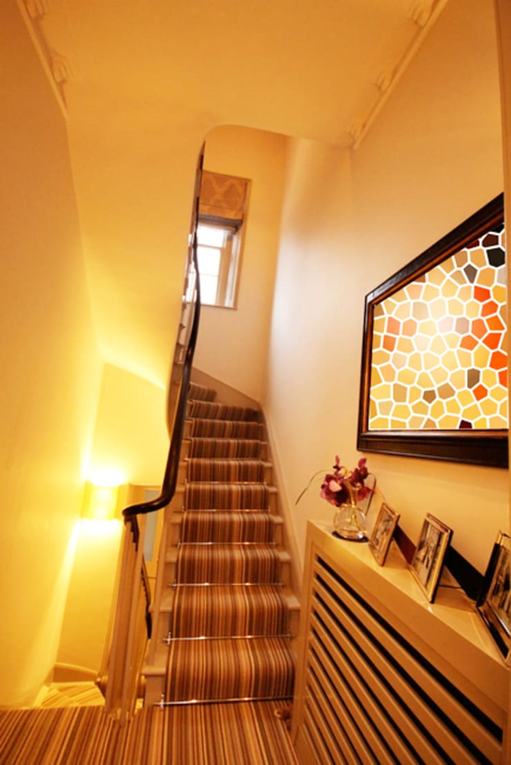 London Townhouse :  Corridor & hallway by Perfect Integration