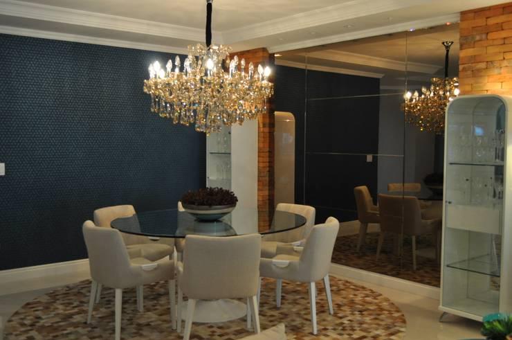 União do rustico e Contemporâneo : Salas de jantar  por Actual Design