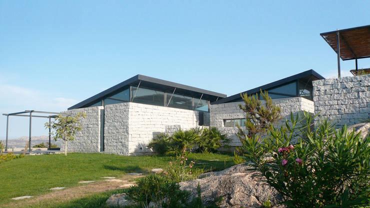 Villa m:  de style  par ARRIVETZ & BELLE