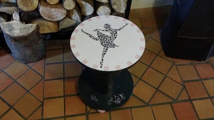 """""""la ballerine"""": Maison de style  par L'atelier"""