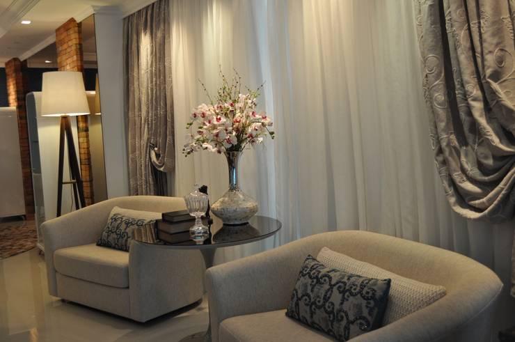 União do rustico e Contemporâneo : Salas de estar  por Actual Design