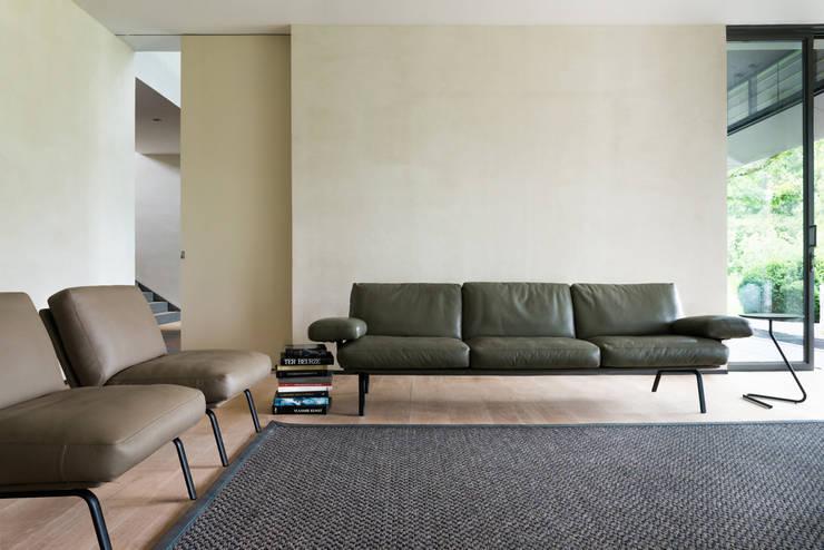 Durlet Newport by Alain Monnens: moderne Wohnzimmer von KwiK Designmöbel GmbH