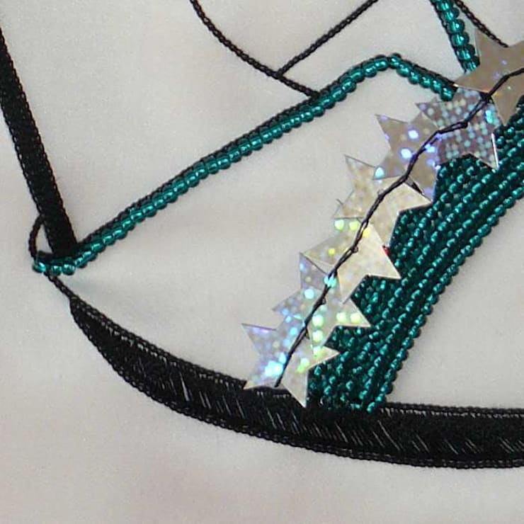 Cadre déco avec escarpin brodé d'étoiles: Murs & Sols de style  par Valérie Hacquin Créations