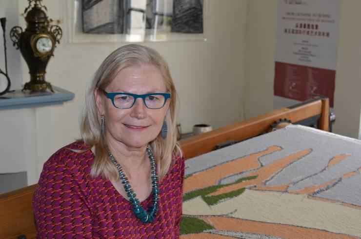 Dorothea Van De Winkel in het atelier :  Kunst  door Galerij Theaxus