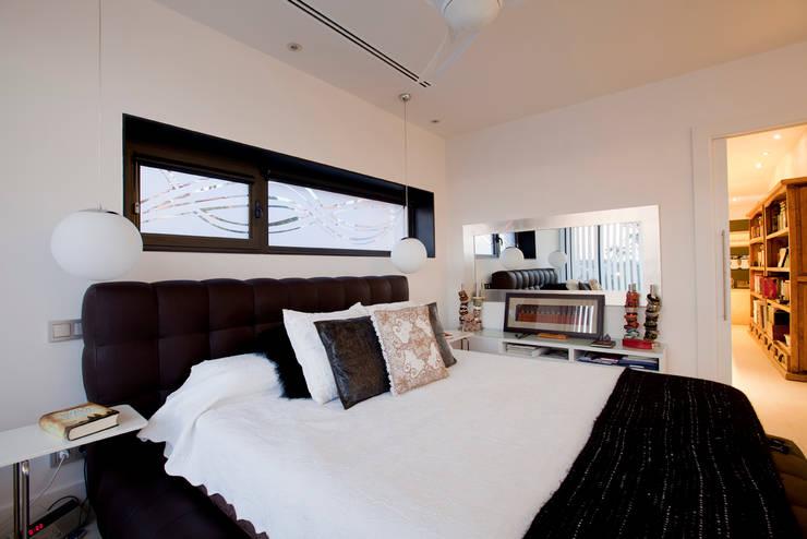 Projekty,  Sypialnia zaprojektowane przez IPUNTO INTERIORISMO