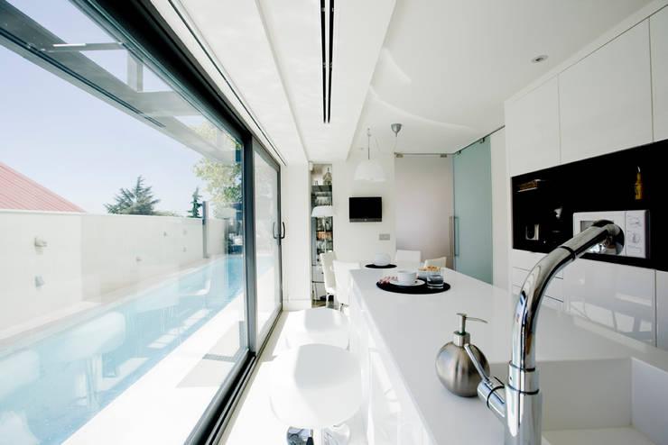 Projekty,  Kuchnia zaprojektowane przez IPUNTO INTERIORISMO