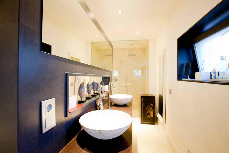Baño para dos: Baños de estilo  de IPUNTO INTERIORISMO