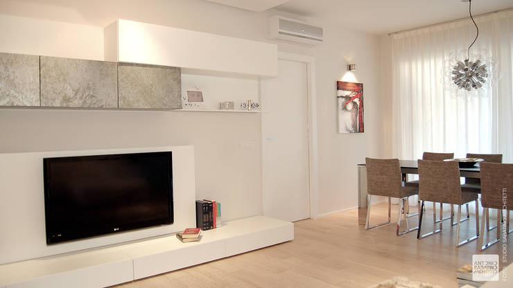 Interior Design Abitazione RL a Pescara: Soggiorno in stile  di Studio Sabatino Architetto