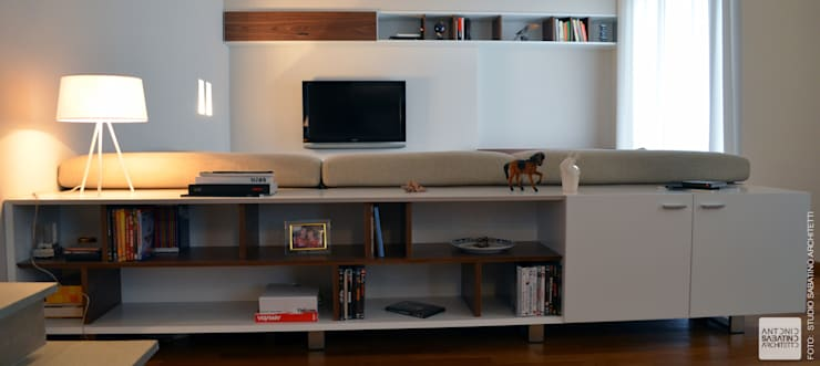 Salas / recibidores de estilo moderno por Studio Sabatino Architetto