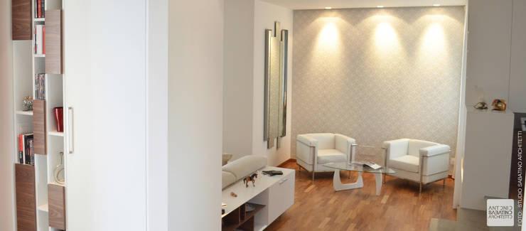 Interior Design Villa CDM a Bolognano (PE): Ingresso & Corridoio in stile  di Studio Sabatino Architetto