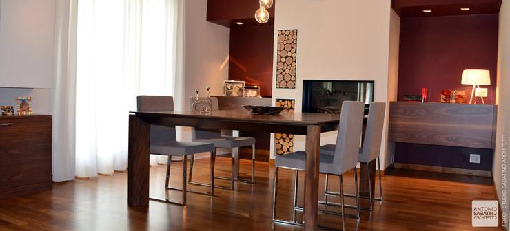 Interior Design Villa CDM a Bolognano (PE): Sala da pranzo in stile  di Studio Sabatino Architetto