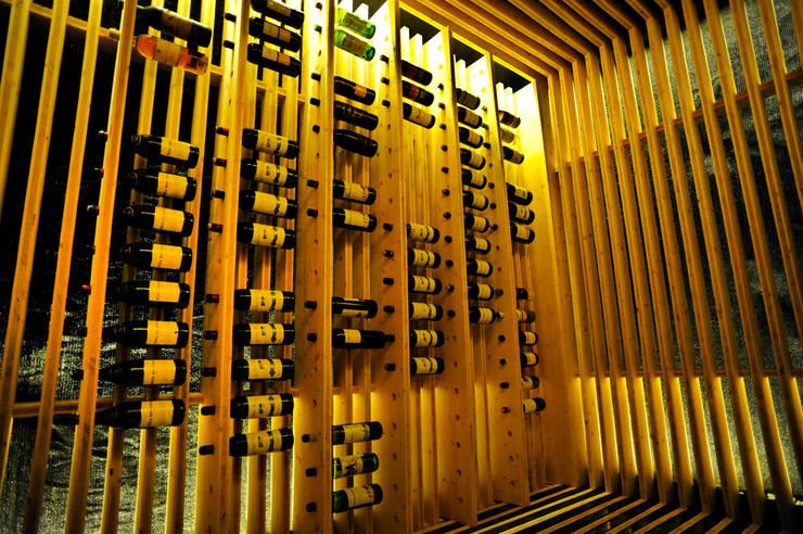 moderne Wijnkelder door BONBA studio