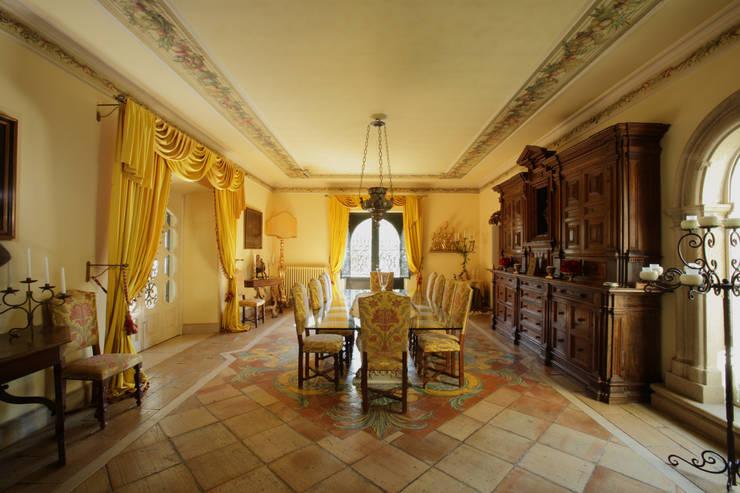 La Dimora di Valverde: Sala da pranzo in stile in stile Classico di Architetto Giuseppe Prato