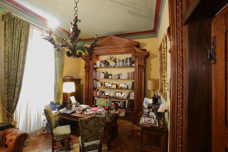 La Dimora di Valverde: Studio in stile  di Architetto Giuseppe Prato,