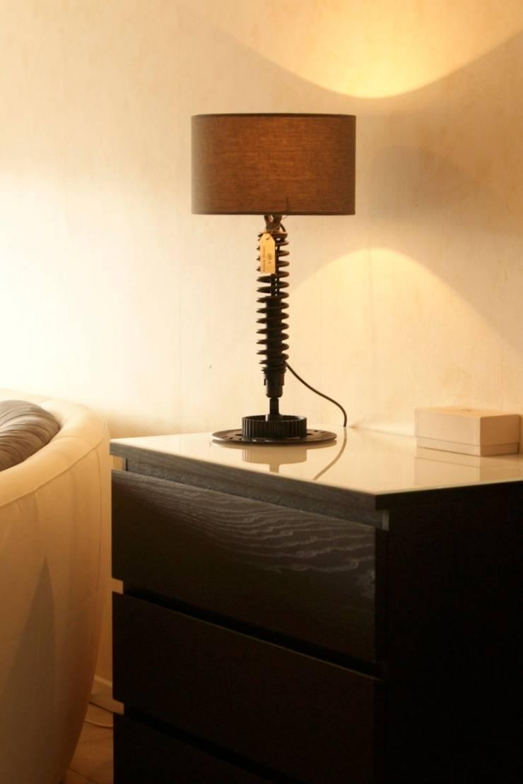 Cb8 - MotoLamp: Salon de style  par Cb8design