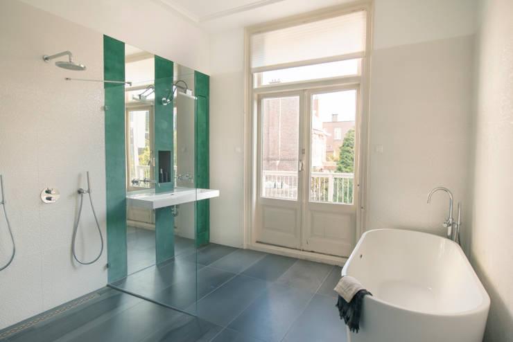 Stadsvilla Den Haag:  Badkamer door IJzersterk interieurontwerp