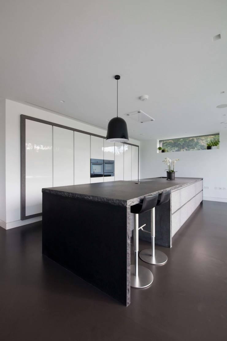 Beechwood House:  Houses by cu_cucine