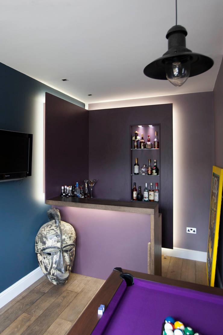 Bespoke games room bar & Cinema room bar:  Living room by cu_cucine