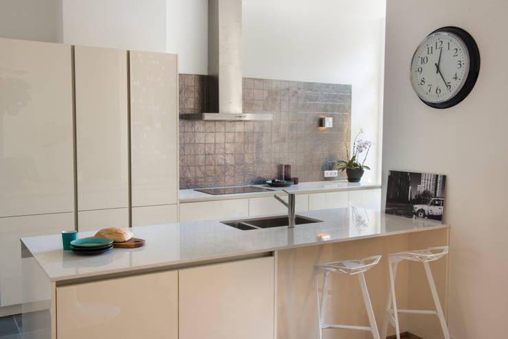 Stadsvilla Den Haag:  Keuken door IJzersterk interieurontwerp