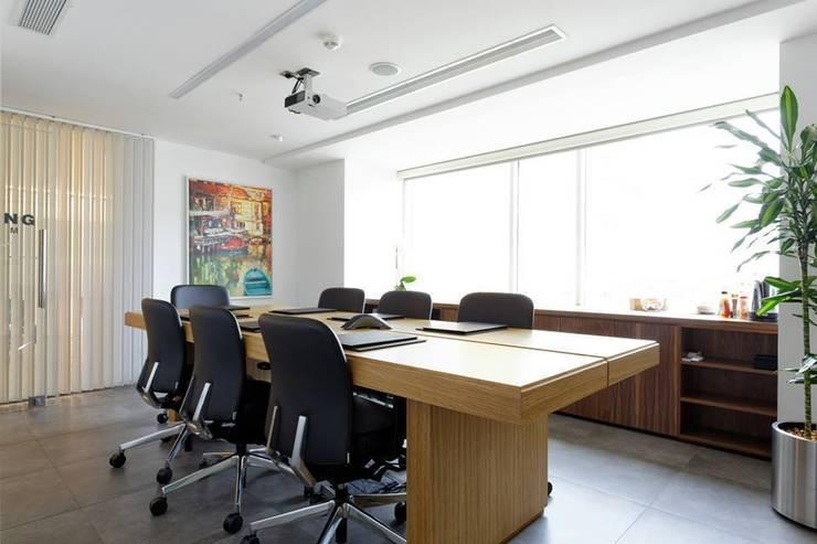 DICLE HOKENEK ARCHITECTURE – AKIN HUKUK OFİSİ:  tarz Ofisler ve Mağazalar