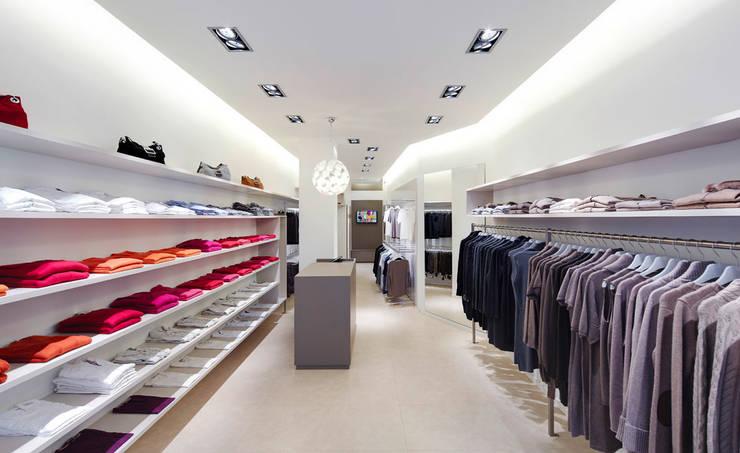 Modeladen in Frankfurt:  Ladenflächen von Anne.Mehring Innenarchitekturbüro,Modern