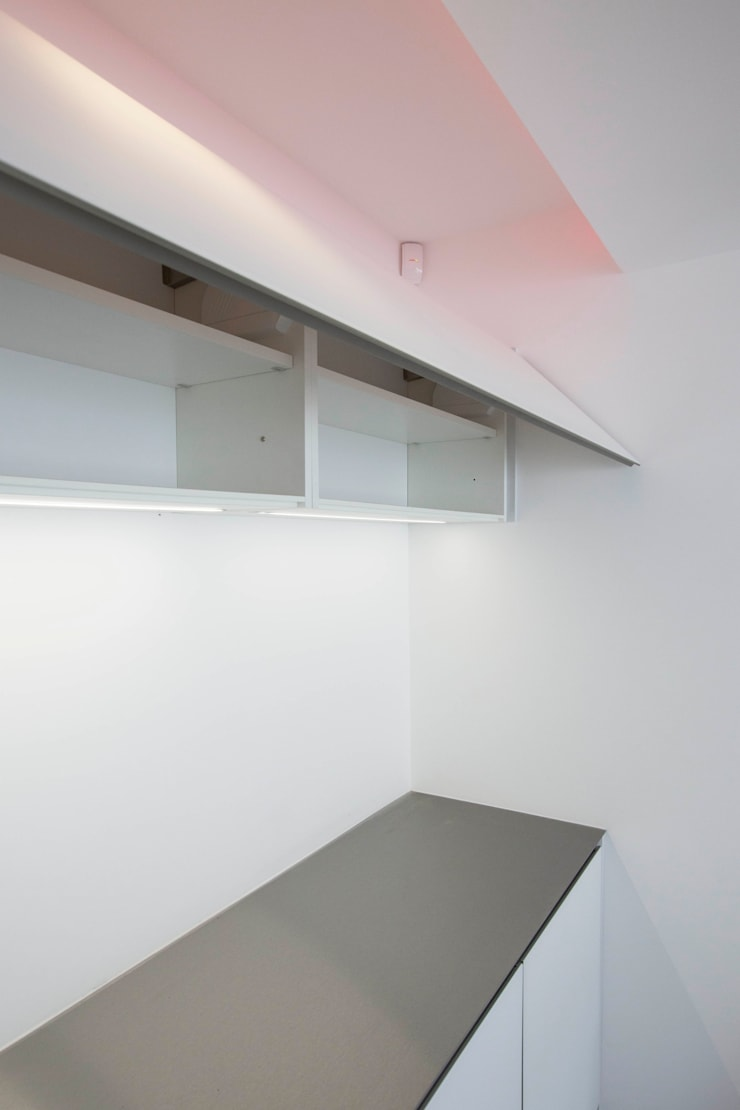 Bespoke games room bar & Cinema room bar:  Media room by cu_cucine