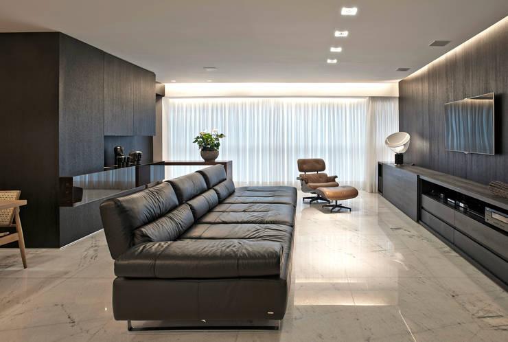 Apartamento jovem família: Salas de estar  por Jaqueline Frauches Arquitetura e Interiores