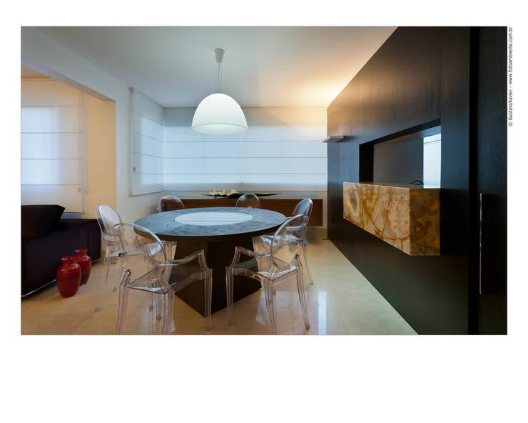 Pequeno notável: Salas de jantar  por Jaqueline Frauches Arquitetura e Interiores