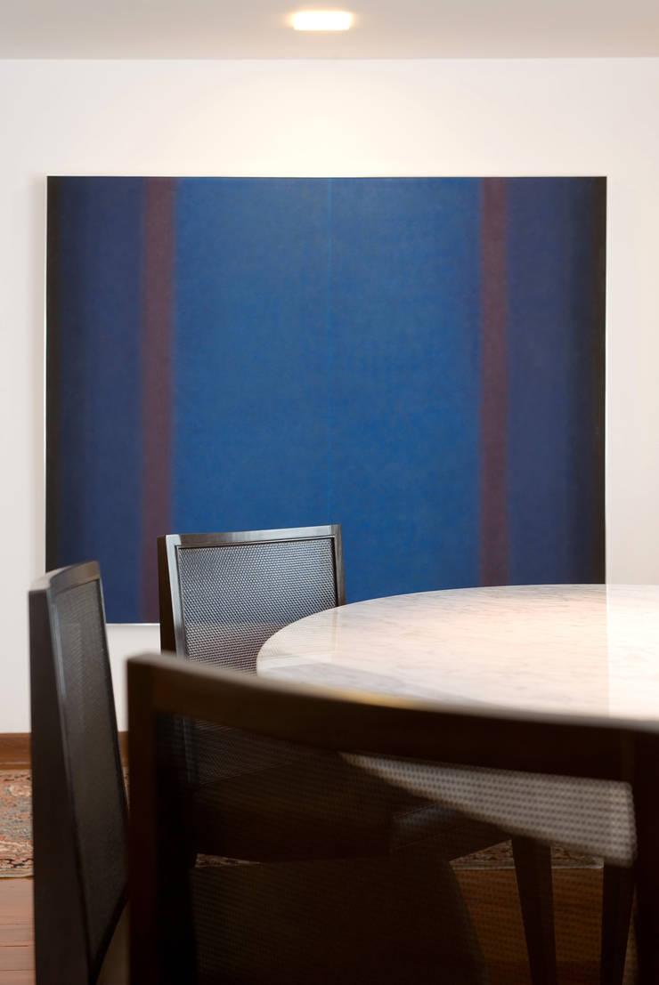 โดย Jaqueline Frauches Arquitetura e Interiores โมเดิร์น