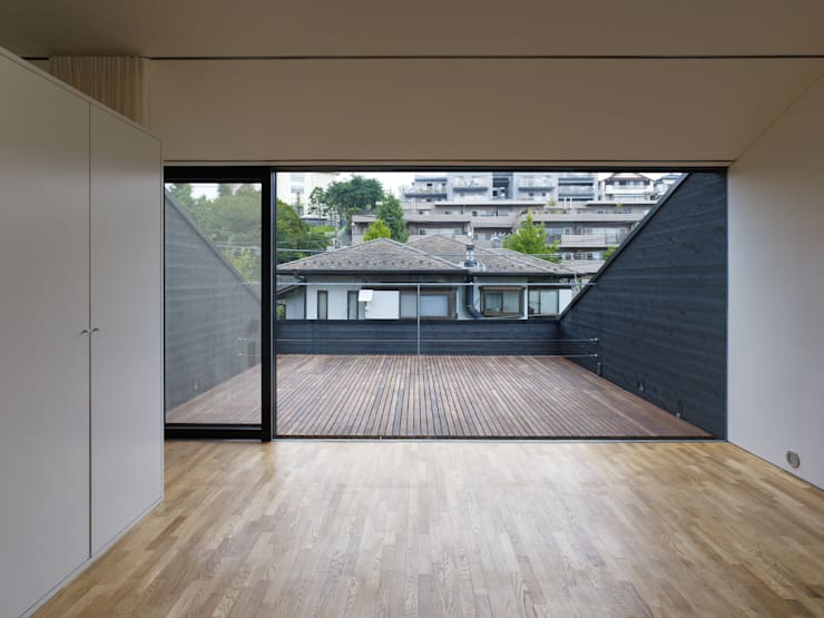梅ヶ丘の家: 栗原隆建築設計事務所が手掛けたベランダです。