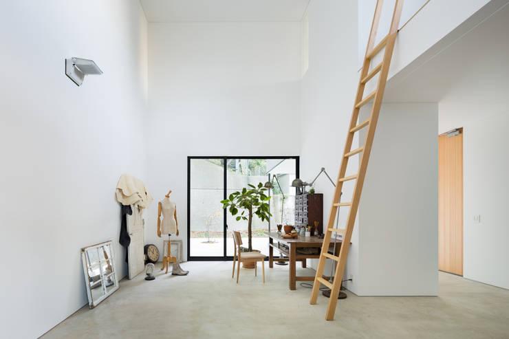 Media room by 栗原隆建築設計事務所, Modern