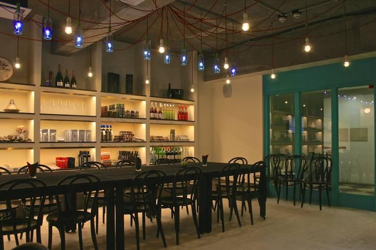 多目的ホール-1: Shigeo Nakamura Design Officeが手掛けたオフィススペース&店です。,
