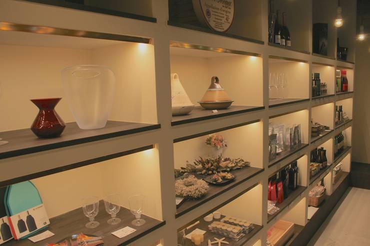 多目的ホール-5: Shigeo Nakamura Design Officeが手掛けたオフィススペース&店です。,