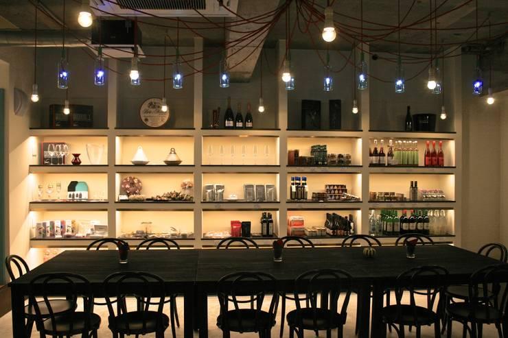 多目的ホール-2: Shigeo Nakamura Design Officeが手掛けたオフィススペース&店です。,