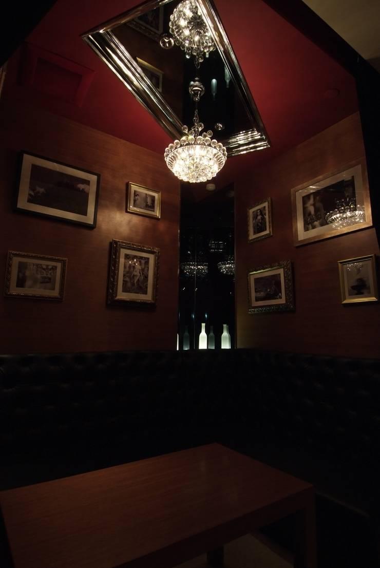 個室: Shigeo Nakamura Design Officeが手掛けたオフィススペース&店です。