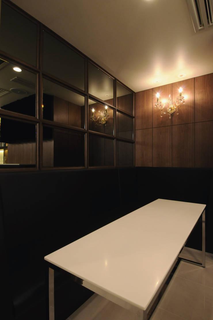 Sofa seat: Shigeo Nakamura Design Officeが手掛けたオフィススペース&店です。