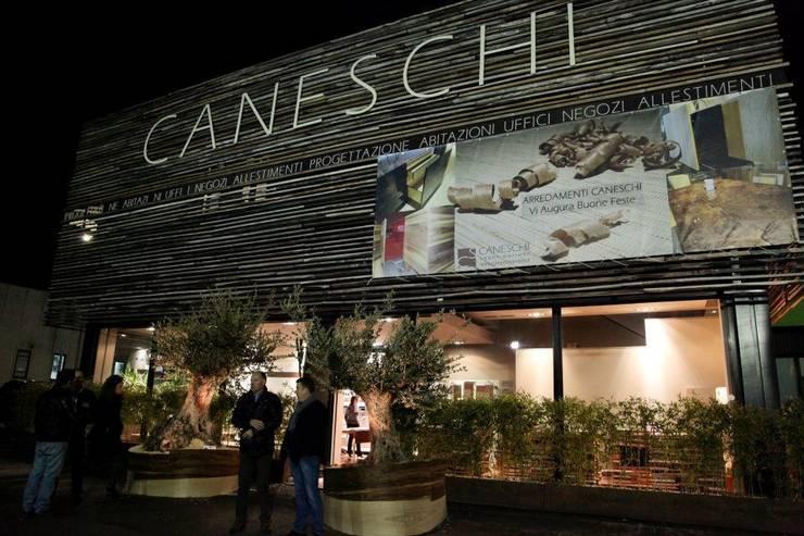L'azienda: Negozi & Locali commerciali in stile  di Arredamenti Caneschi srl