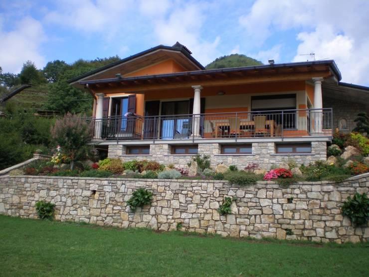 Villa MDB - Gandosso (BG): Case in stile  di Studio Cadei Associati, Moderno
