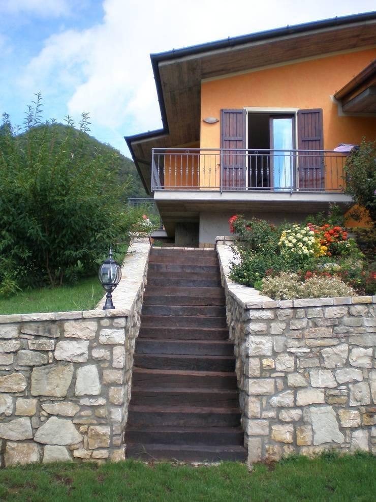 Villa MDB – Gandosso (BG): Case in stile  di Studio Cadei Associati, Moderno