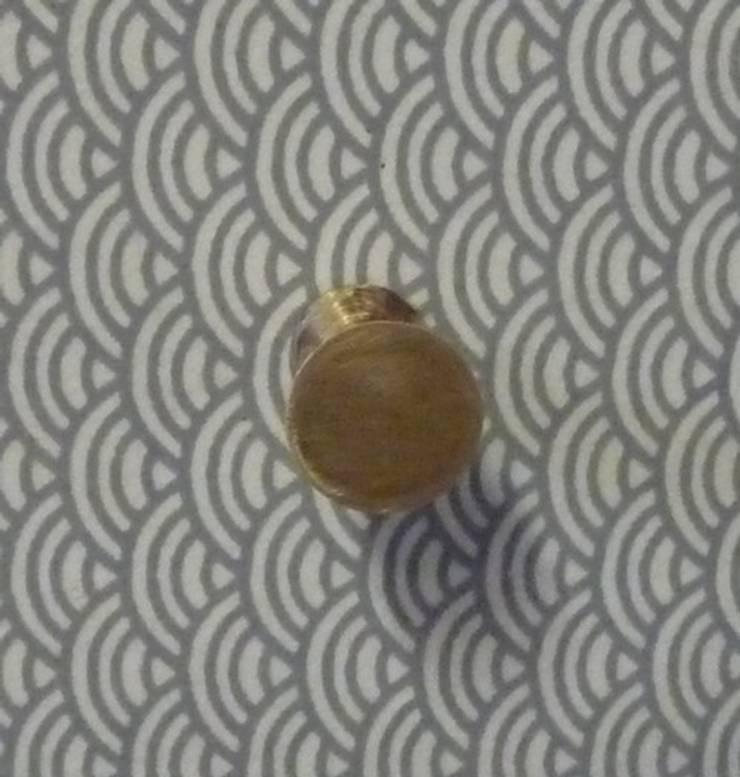 table de chevet vintage pieds bicolores détail papier japonais: Chambre de style  par GREEN VINTAGE