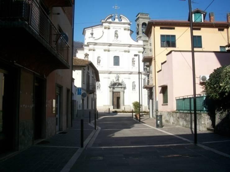 Piazza SS Redentore – Sarnico (BG): Giardino in stile  di Studio Cadei Associati