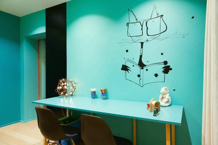 Casas  por Agence d'architecture intérieure Laurence Faure
